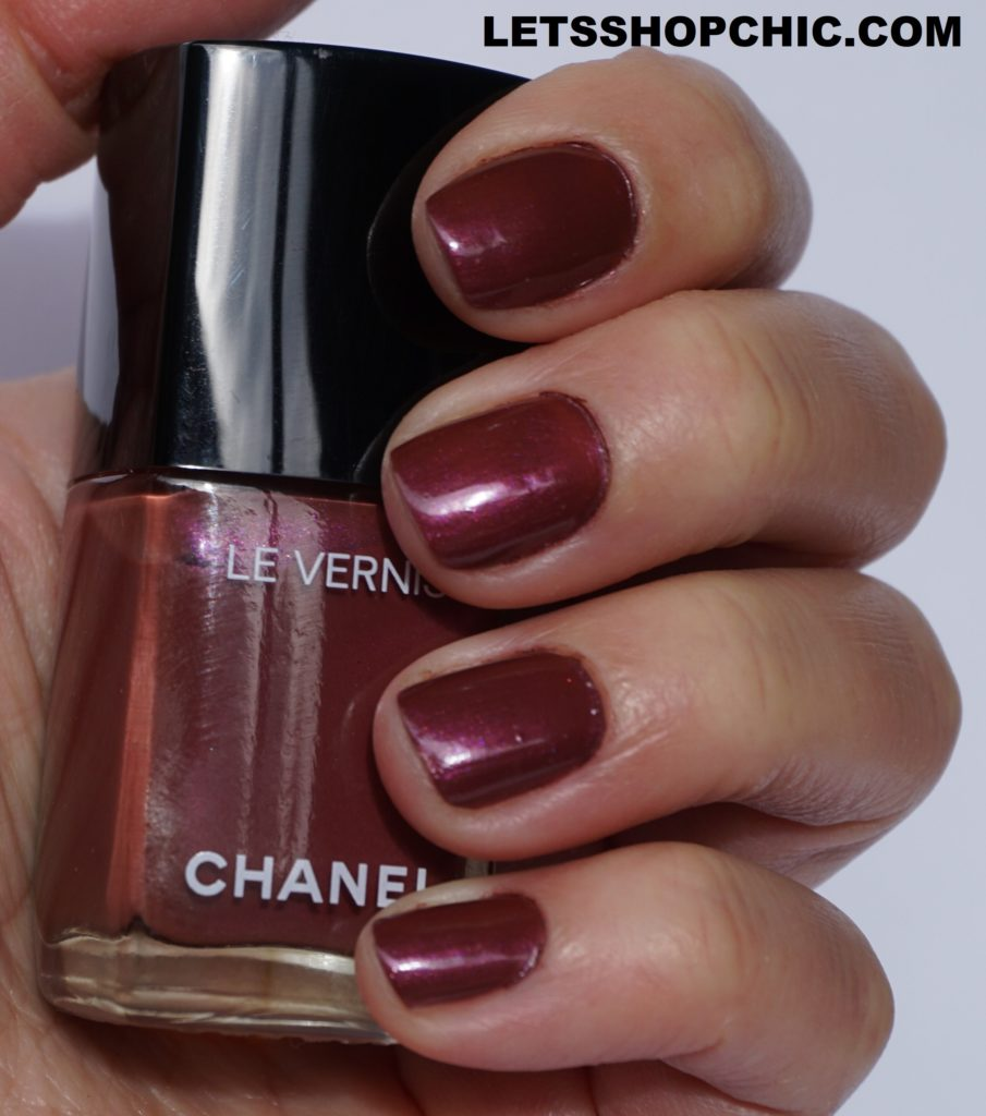2021 Chanel Le Vernis Nail Polish 891 Perle Burgundy on nails