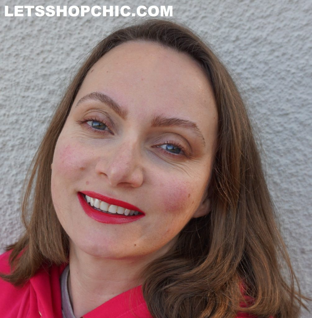 Chanel Rouge Coco Bloom 128 Magic on lips