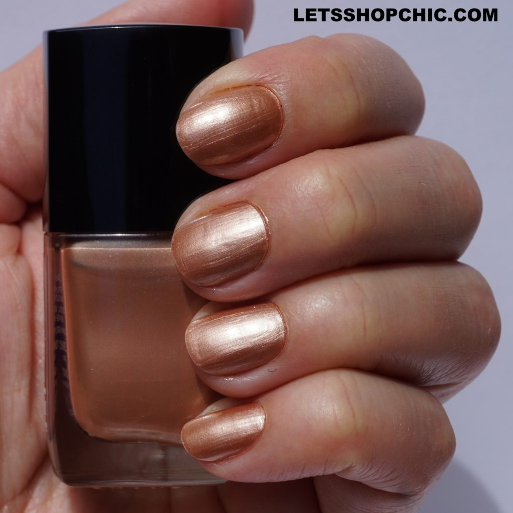 Chanel Le Vernis Nail Polish 897 Golden Sand on nails